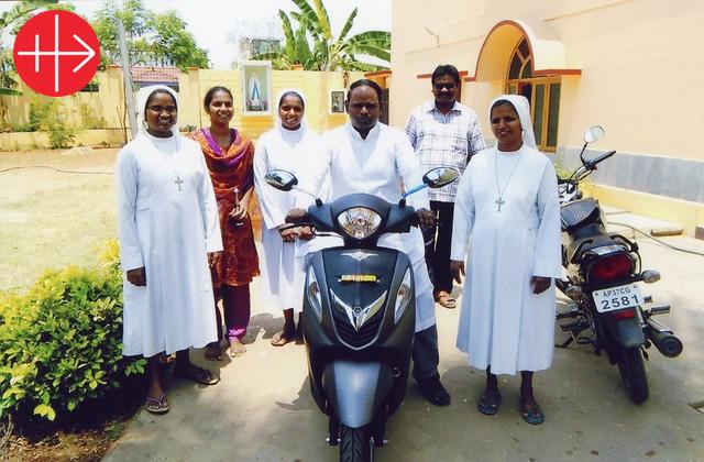 Historia de éxito: Cuatro motocicletas para la atención pastoral y social a los creyentes de la Diócesis de Eluru