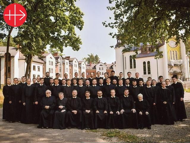 Ayuda a la formación de 48 seminaristas de los Basilios y 4 de los Redentoristas