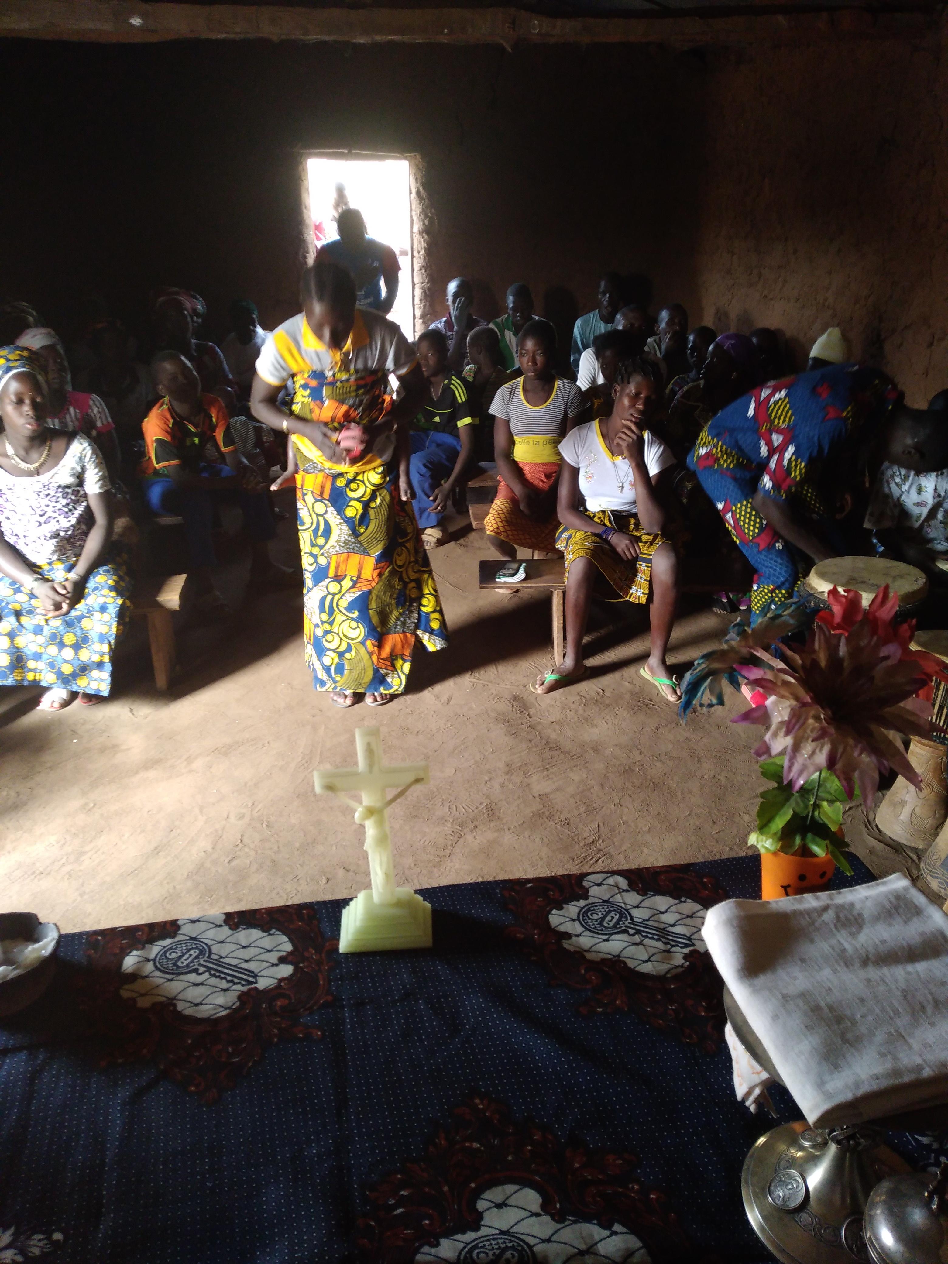 Construcción de una capilla en Benin, África