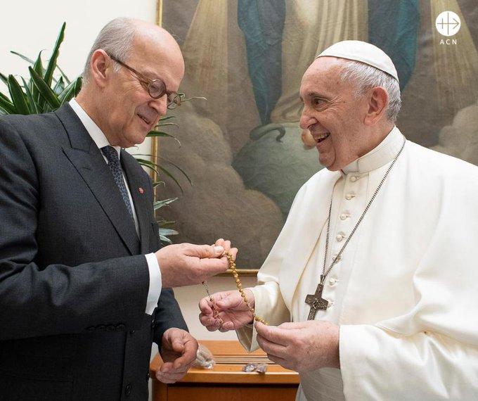 Luego de la bendición del Papa, comienza la campaña para consolar al pueblo sirio
