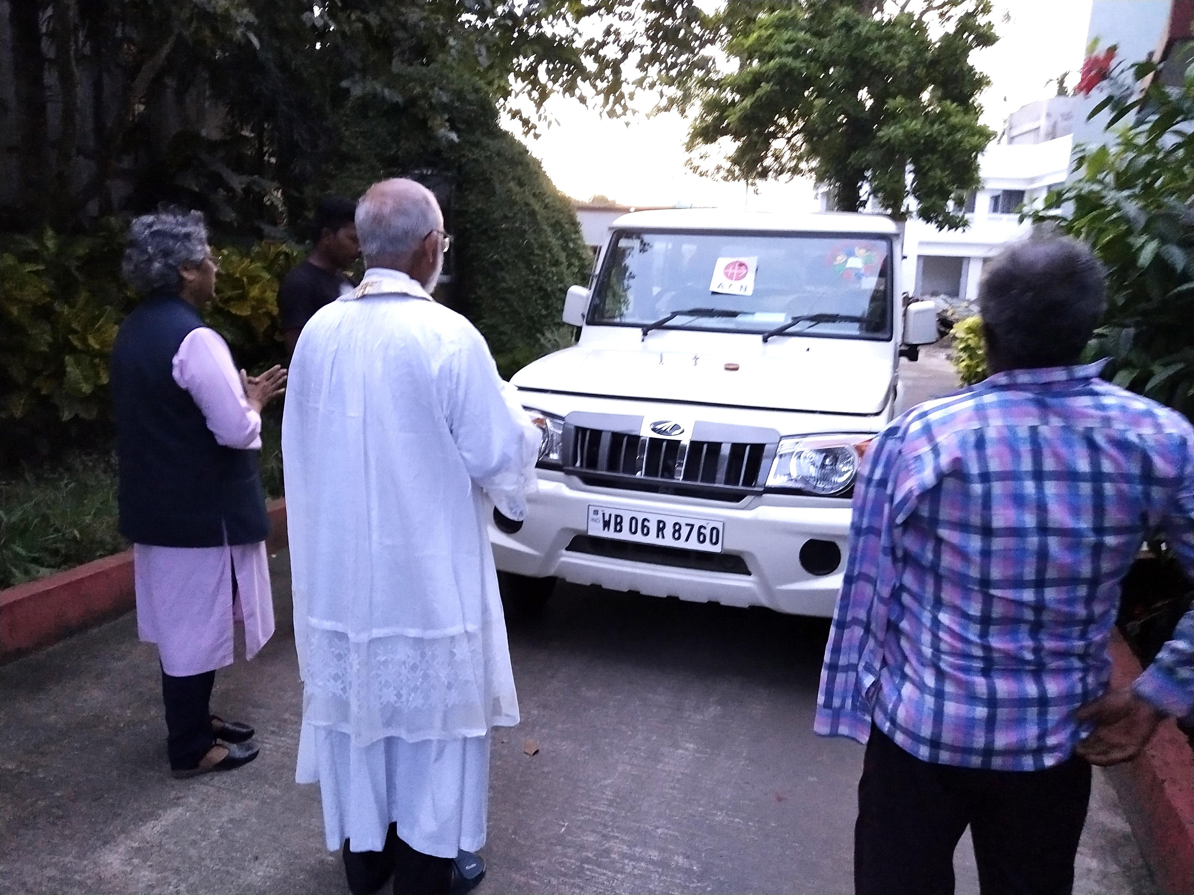 India: Un vehículo para el trabajo entre las etnias