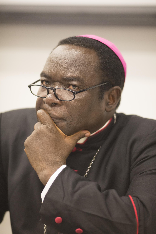 El ISIS dice que decapitó a 10 rehenes cristianos en Nigeria