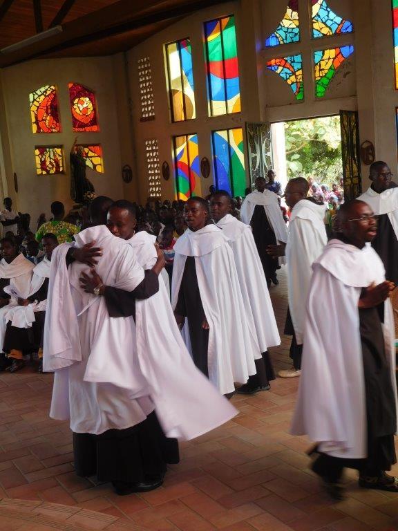 Ayuda a la formación para 46 jóvenes Carmelitas en República Centroafricana y Camerún