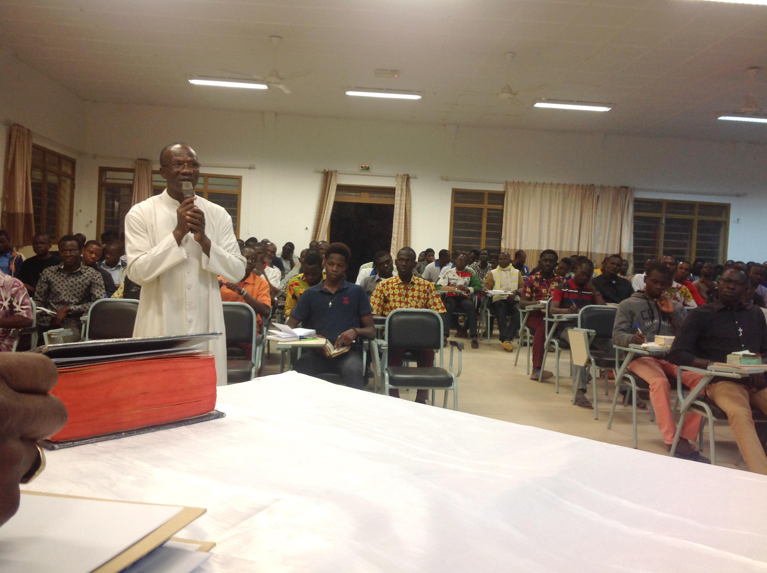 Burkina Faso: Ayuda a la formación de 61 futuros sacerdotes afectado por el terror islamista