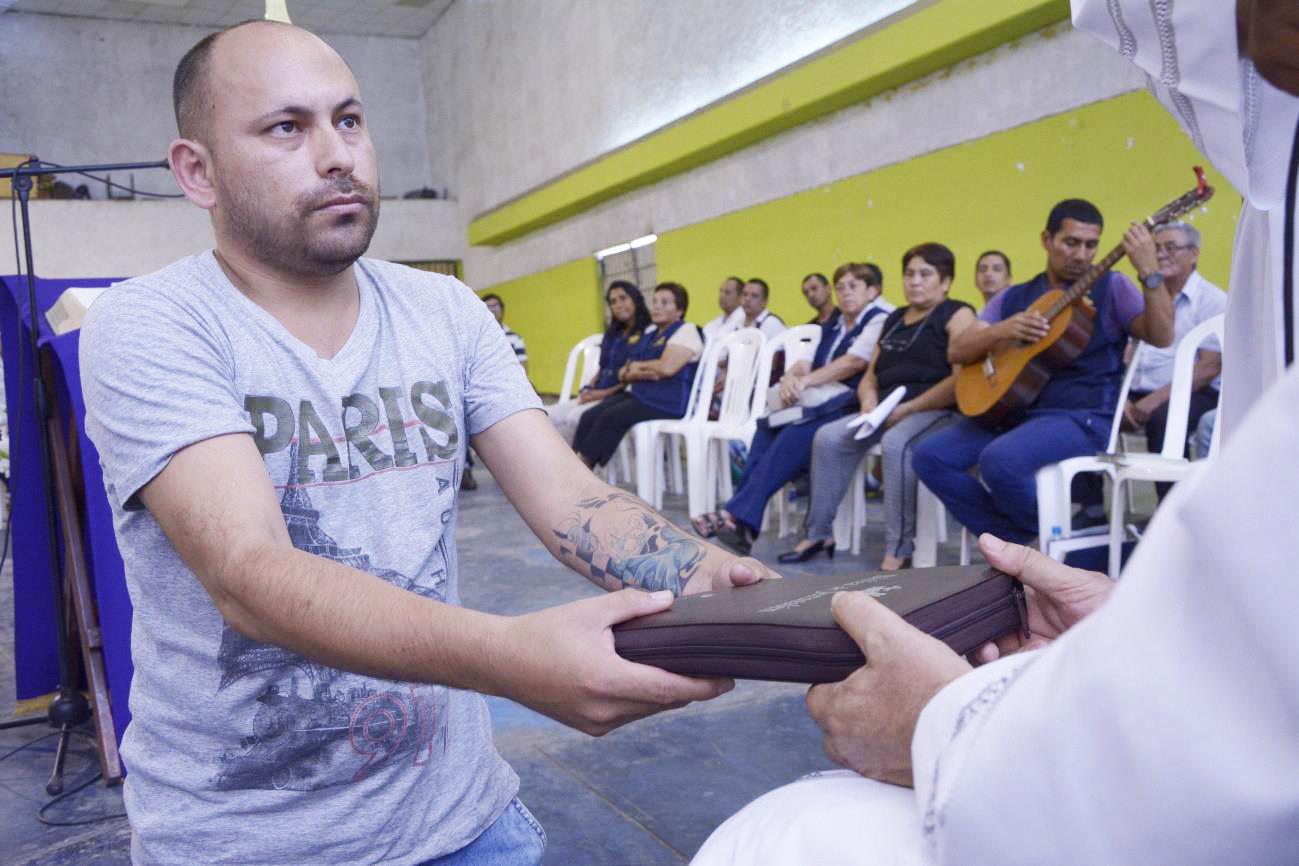 Perú: 500 Biblias para la pastoral penitenciaria