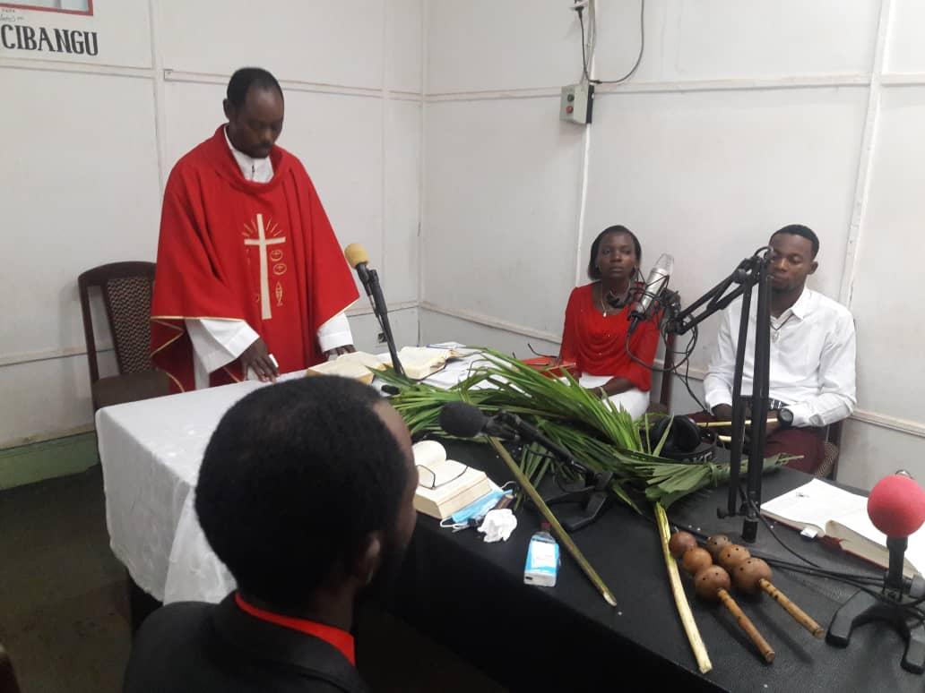 COVID-19 en África: Las radios católicas, portadoras de esperanza
