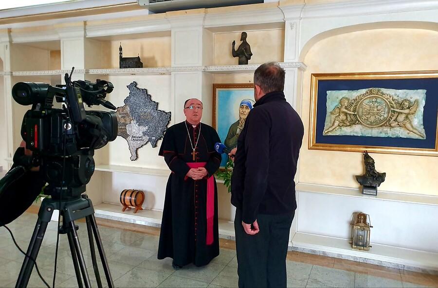Kosovo: Equipo técnico para las retransmisiones televisivas desde la catedral de Pristina