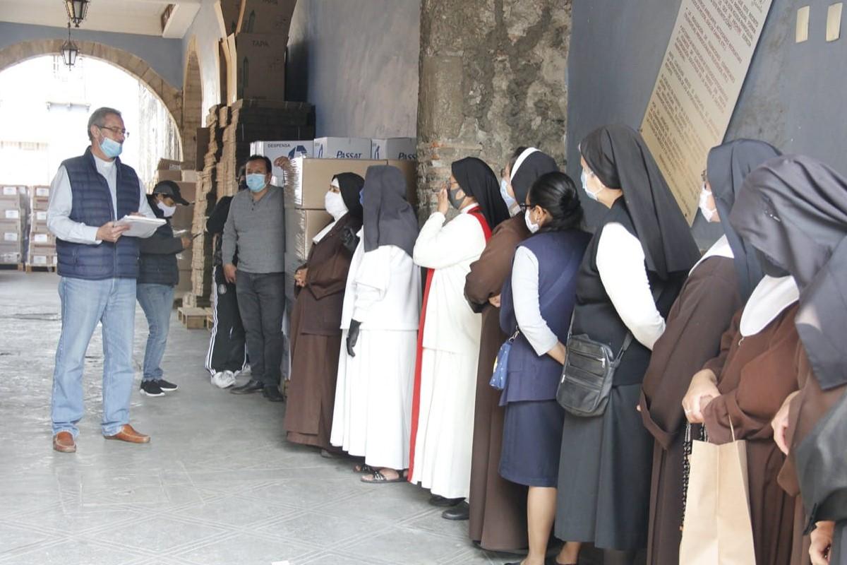 México: sacerdotes y religiosas reciben despensa