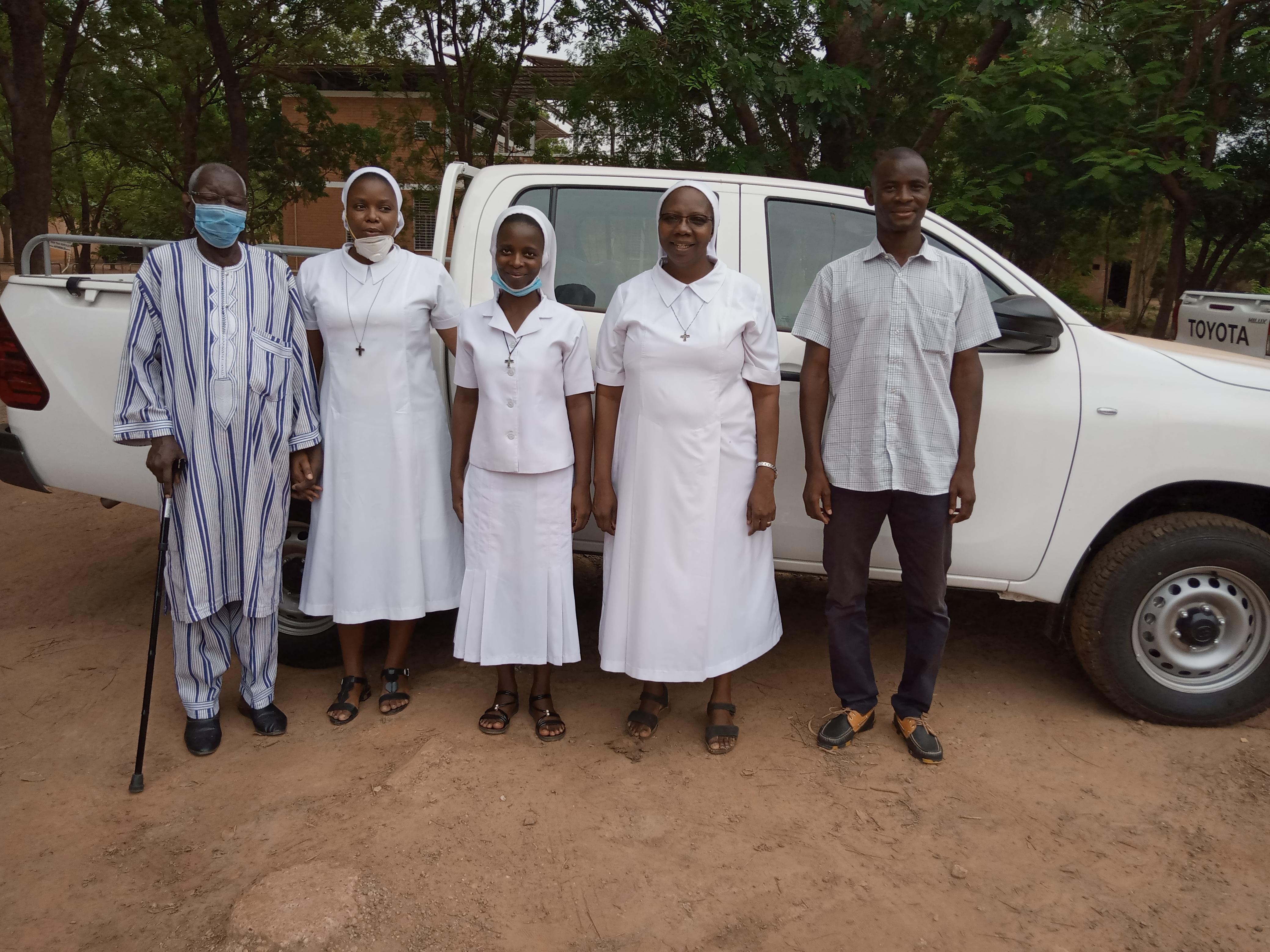 Níger y Burkina Faso: Un vehículo para las hermanas Misioneras de Nuestra Señora de los Apóstoles