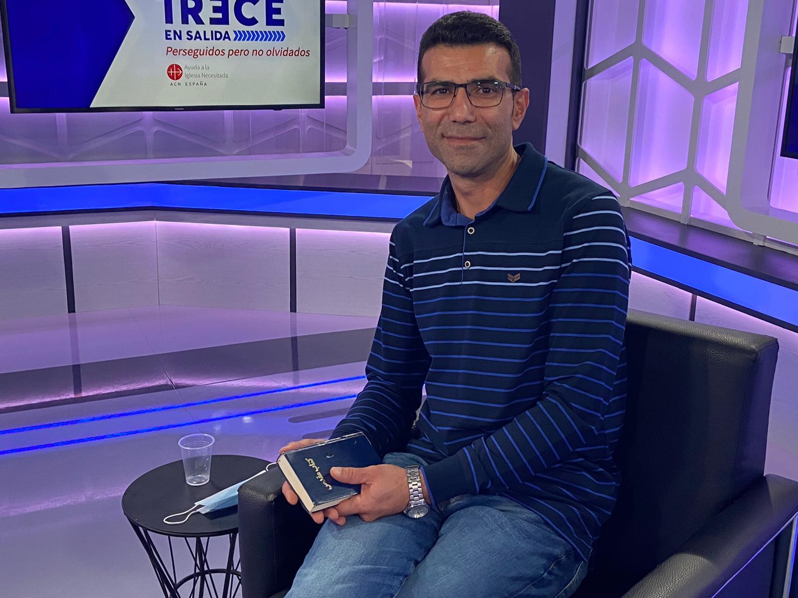 """Cristiano converso de Irán: """"La Biblia es todo lo que tengo"""""""