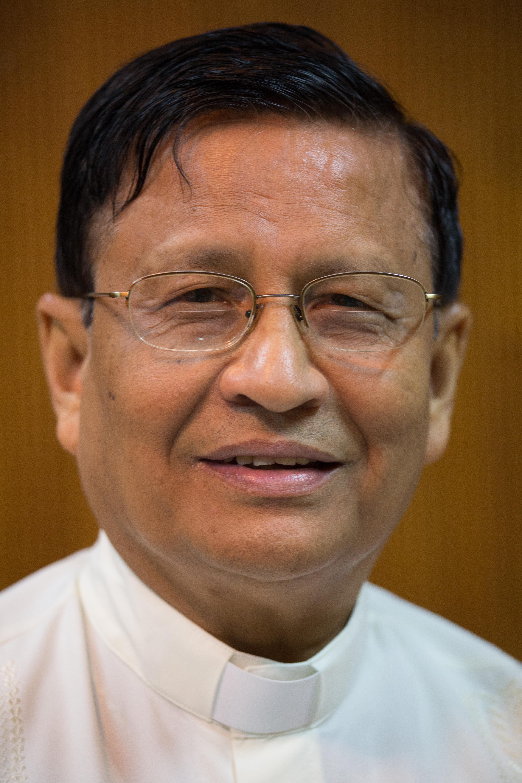 """Myanmar: """"No tomes las armas"""""""