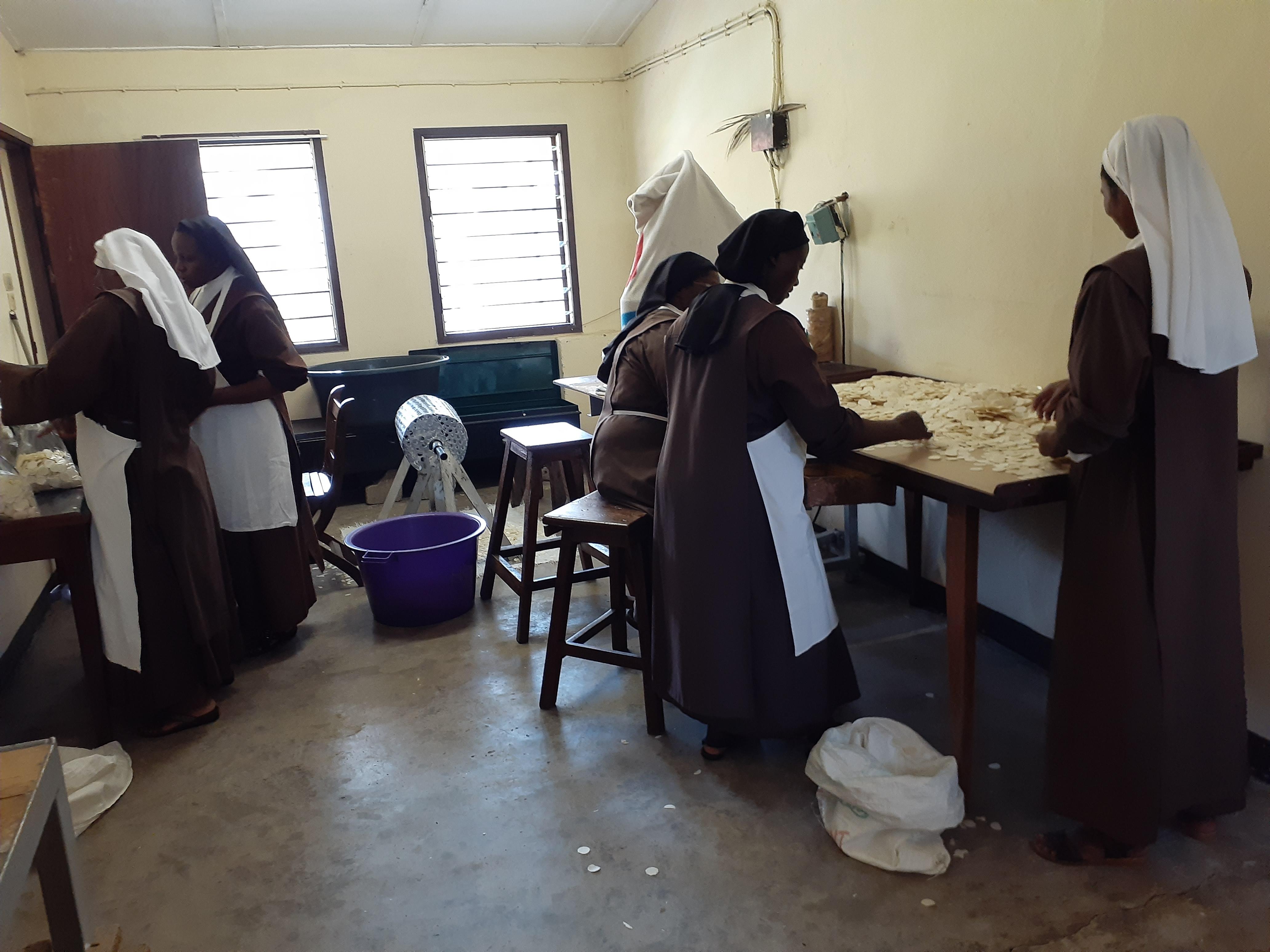 RDC: Ayuda al sustento para 18 religiosas contemplativas