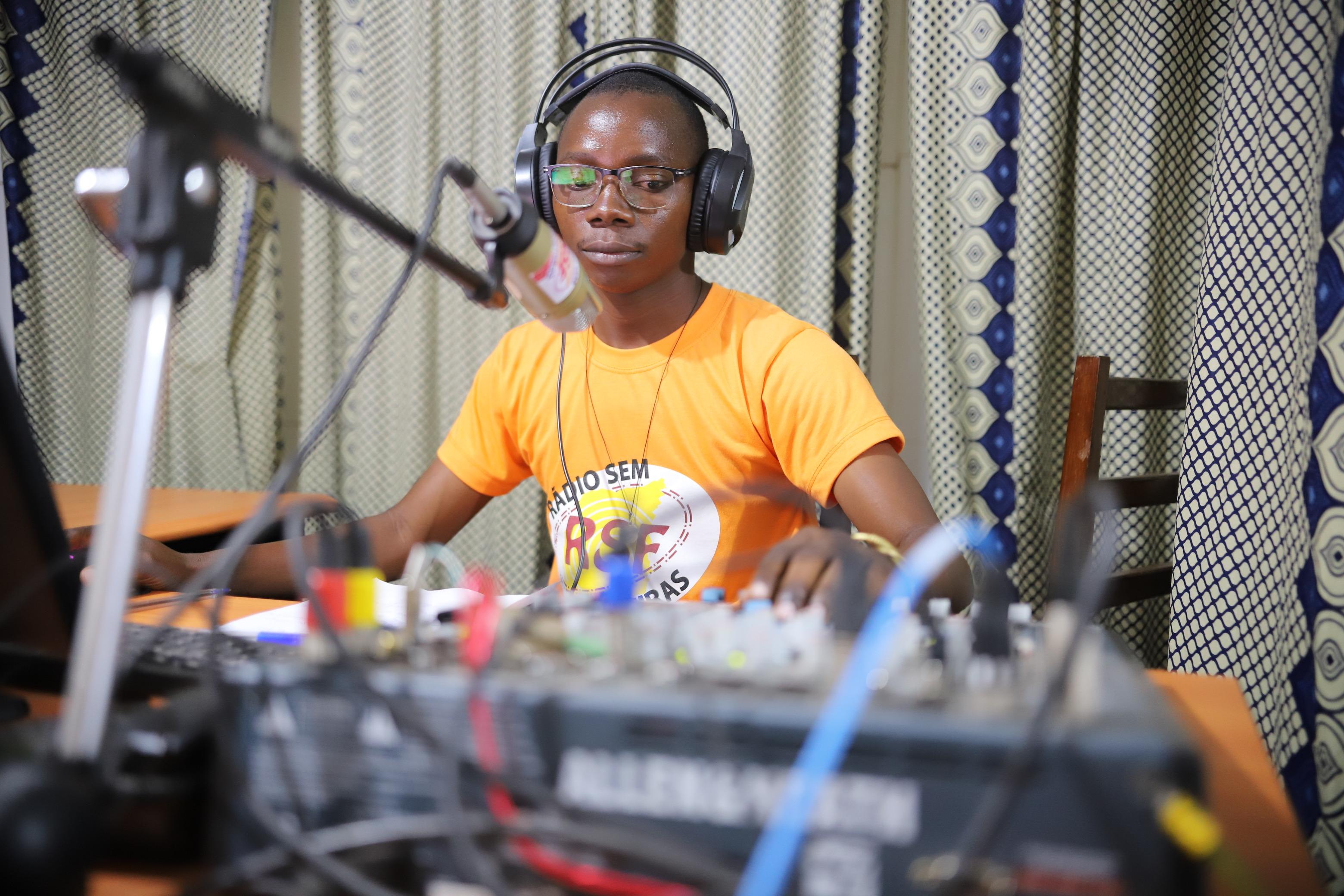 Mozambique: Radios que siembran esperanza entre los amenazados por el terrorismo