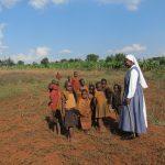 Burundi: Religiosas catequistas trabajan con jóvenes que han vivido la guerra civil