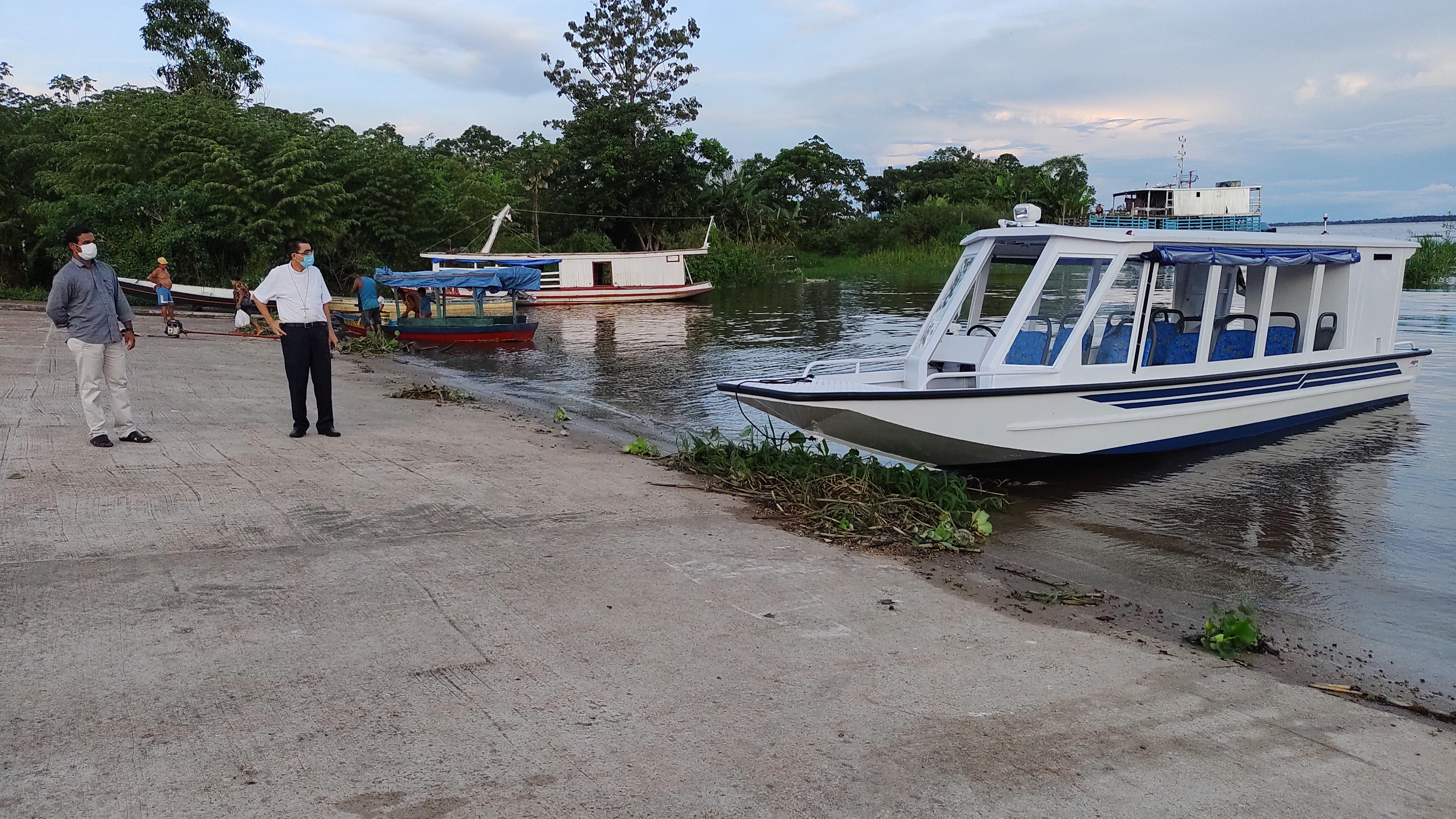 Un barco para llevar a Cristo a un pueblo sediento