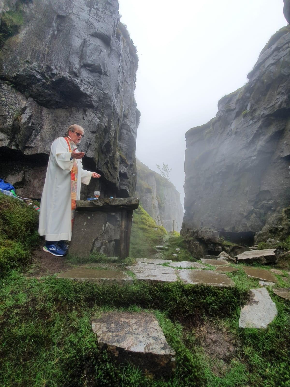 """Las diócesis de Irlanda renuevan la tradición de las """"Mass Rocks"""""""