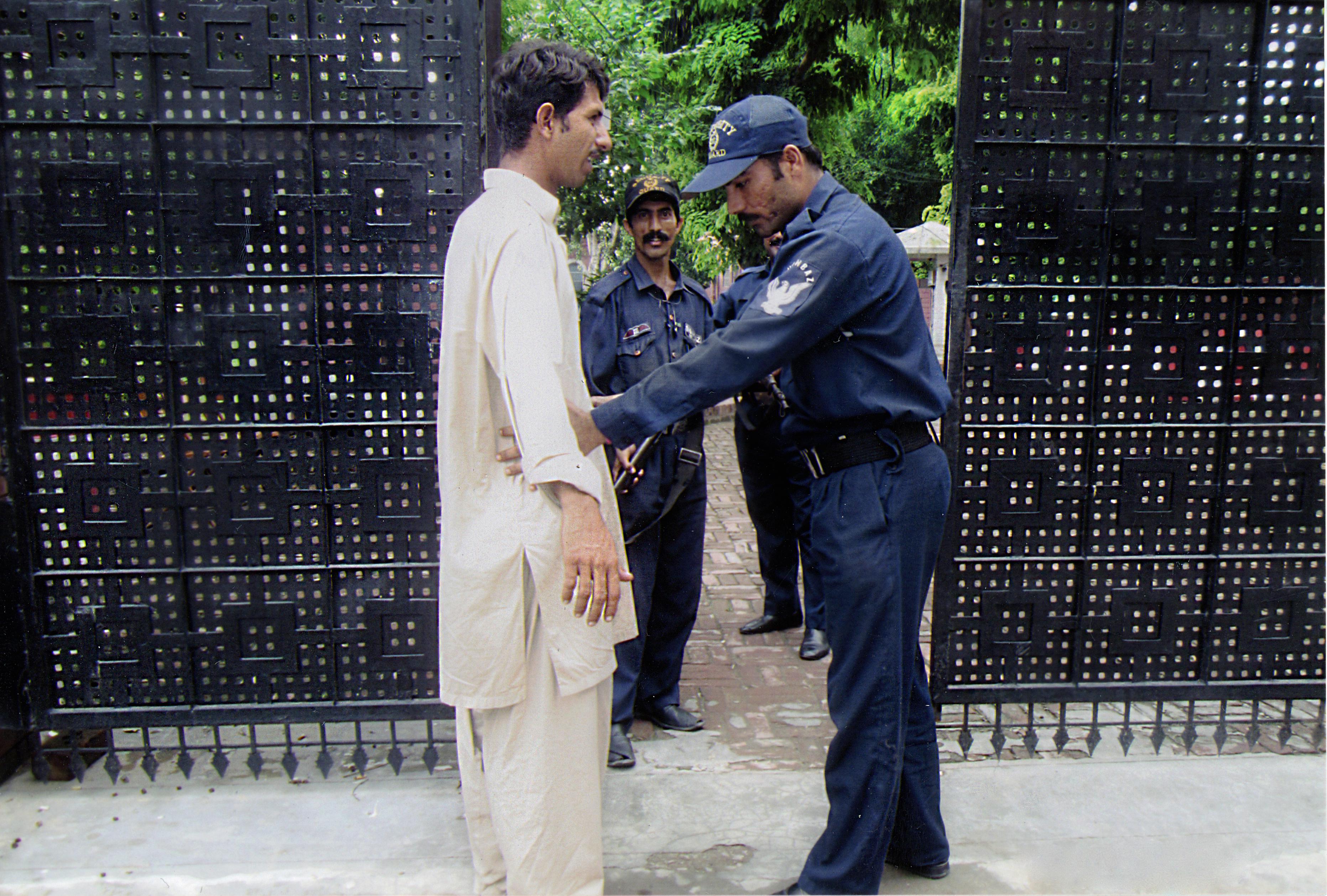 Debido a amenazas las Iglesias en Pakistán refuerzan su seguridad