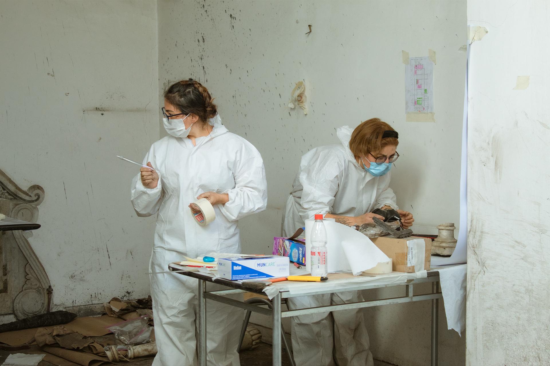 Chile: Un grupo de jóvenes ayudan a reconstruir una Iglesia vandalizada